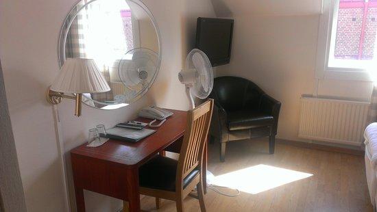 SX Hotel Amadeus : Schreibtisch