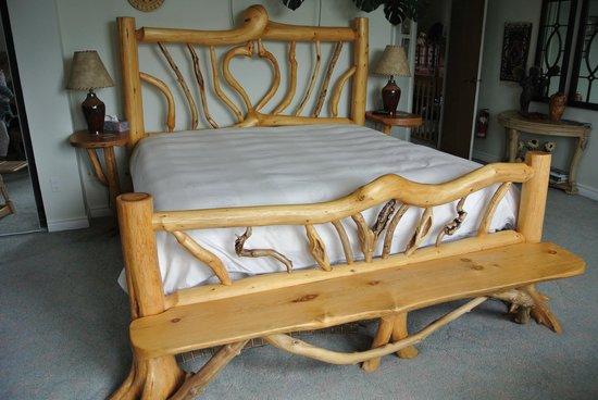 Austrian Haven Bed and Breakfast: THE Honeymoon BED!!
