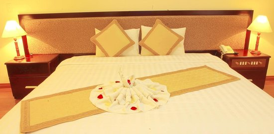 Bamboo Green Central Hotel: Bed