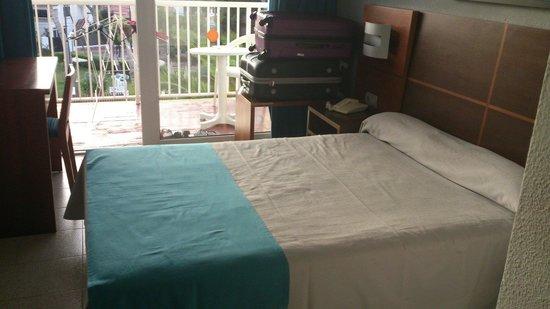 Cala Blanca Sun Hotel: Habitación con cama de matrimonio