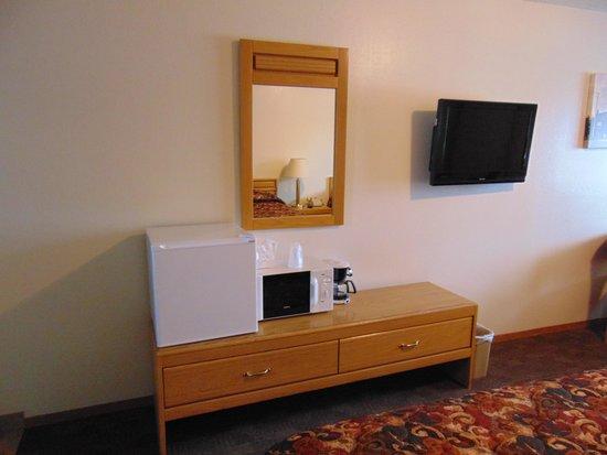 Church's Blue Pine Motel: bedroom