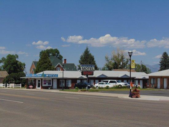 Church's Blue Pine Motel: exterior