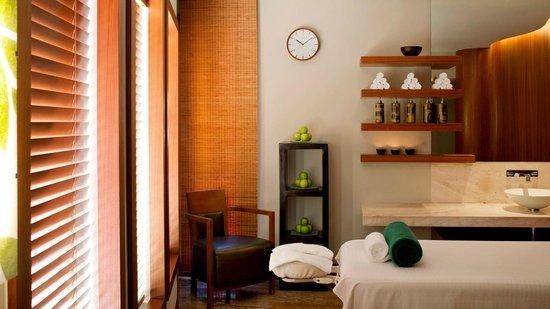 Sheraton Dubai Creek Hotel & Towers: Spa Massage Room