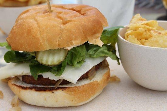 Sun Deck Bar and Grill: Garden burger
