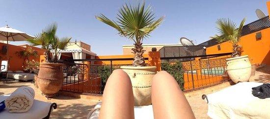 Riad Hermes: Bronzage en terrasse
