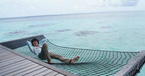 Shangri-La's Villingili Resort and Spa Maldives : Hammocks at our sundeck