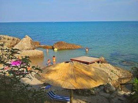 """Camping Residence Uliveto: La spiaggetta dal """"terrazzino"""""""