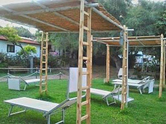 Camping Residence Uliveto: I Gazebo nel giardino.