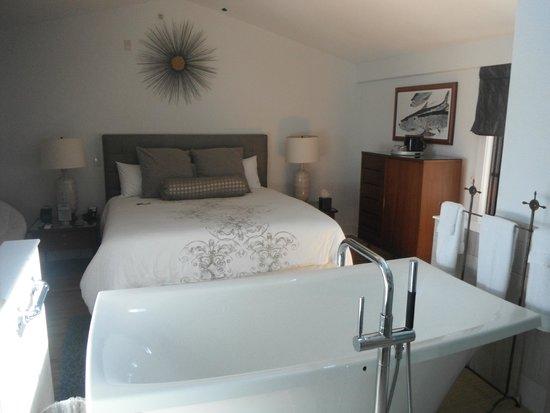 Black Dolphin Inn Room