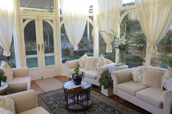 Barnsley House Bed & Breakfast: Sun Room