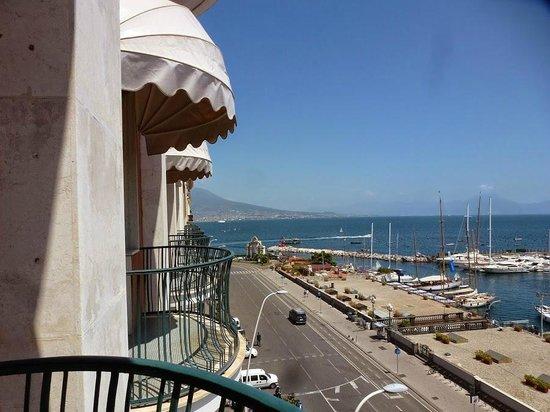Grand Hotel Vesuvio: Les balcons avec la vue sur le Vésuve