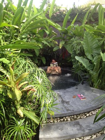 Voyager Boutique Creative Retreat: Enjoying the jacuzzi in our private courtyard. My fiance Katie is the photographer.