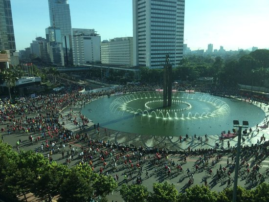 Hotel Indonesia Kempinski: View from executive grand deluxe room with car free day going on