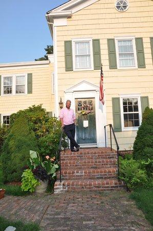 A Butler's Manor: B&B Entrance