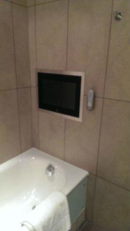 Norton House Hotel & Spa Edinburgh: Tv over bath