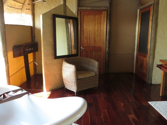 Lagoon Camp - Kwando Safaris: Bad/Innendusche