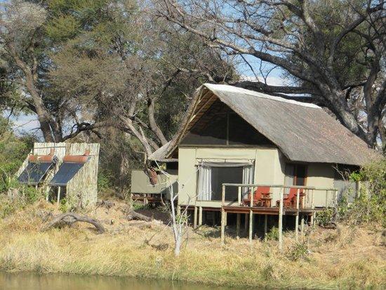Lagoon Camp - Kwando Safaris: Zelt vom Wasser aus