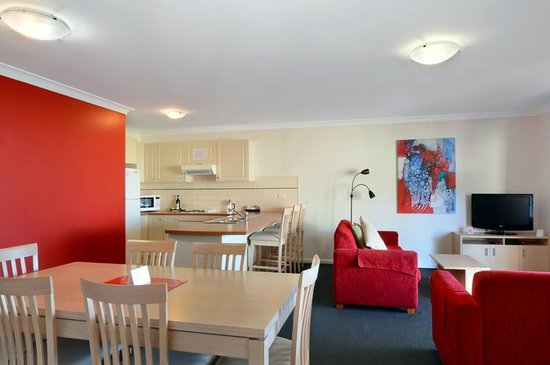 Terralong Terrace Apartments: 3 bedroom apt open plan kitchen dining lounge area