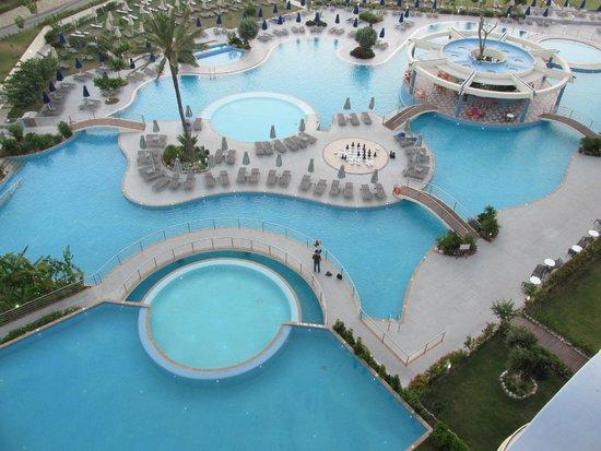Atrium Platinum Hotel: pool area