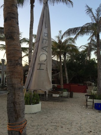 Aston Sunset Beach Resort: Time to buy some new flags managment!