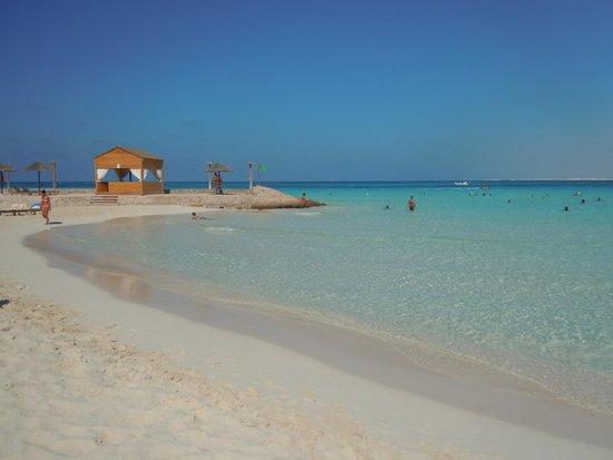 Carols Beau Rivage: Spiaggia bellissima. Sabbia bianca e mare cristallino.