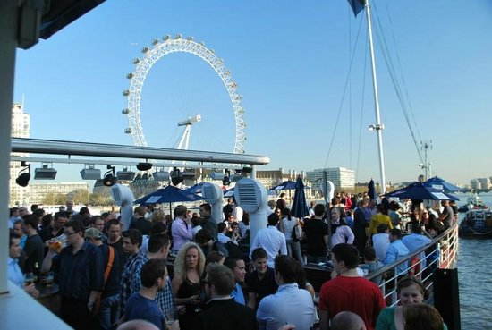 Tattershall Castle Bar & Club : Crowd on a busy day
