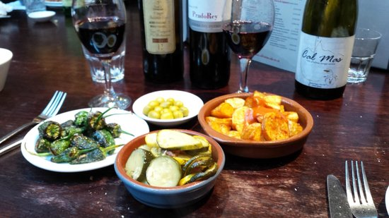Ultracomida: Padron peppers, olives, courgette and patatas bravas