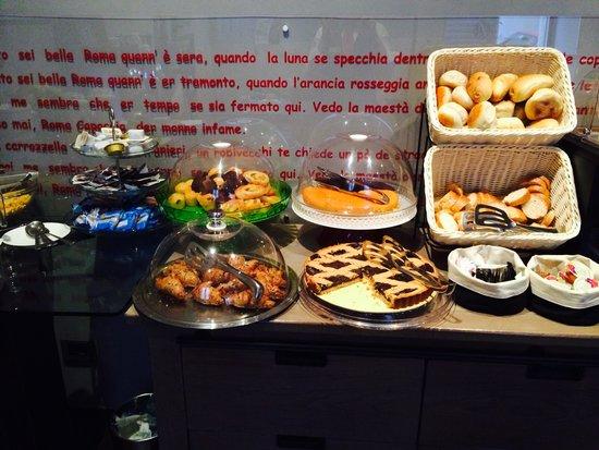 Navona Colors Hotel : breakfast buffet