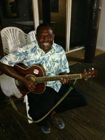Bounty Island Resort: Barry will entertain you at night