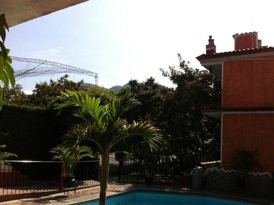 Marmil Hotel Malinalco: Jardines y habitaciones