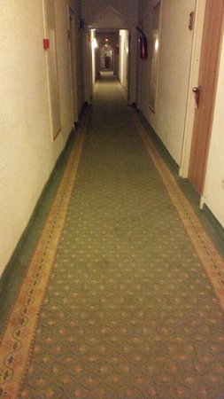 El Mouradi Port El Kantaoui : Corridor to the room