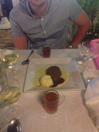 Restaurant Le Méditerranée: Chocolate dessert and peppermint tea