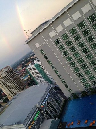 Hatten Hotel Melaka: Rainbow after the rain, looking out from Sky lounge