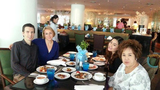 Plaza Athenee Bangkok, A Royal Meridien Hotel : The rain tree buffet is a perfect for special occasion like today, mother day :)