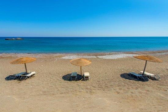 Horizon Line Villas: Beach area