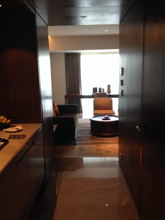 Crowne Plaza Chennai Adyar Park: Entry to the suite