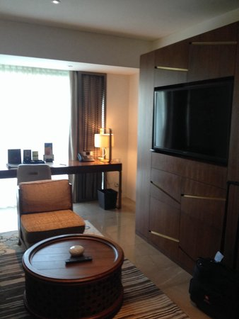 Crowne Plaza Chennai Adyar Park: Living room