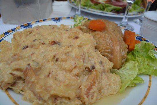 Le Plomb du Cantal: Chou farci with truffade