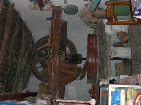 Milos Taverna : The interior of the windmill