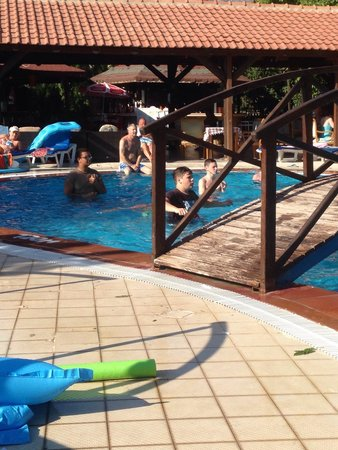Seyir Village Hotel: Games in the pool