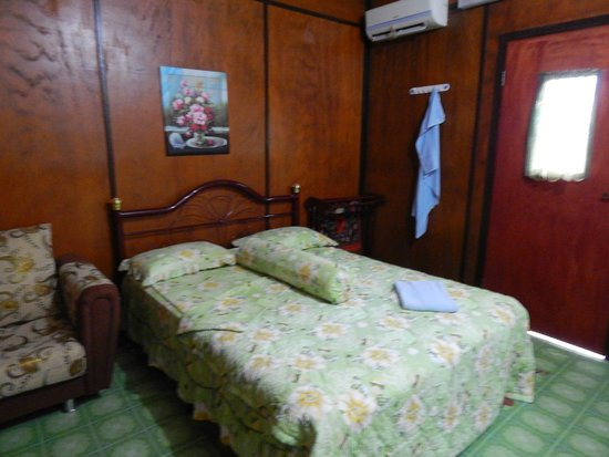 TRV Motel & Lodge: Air conditioned room