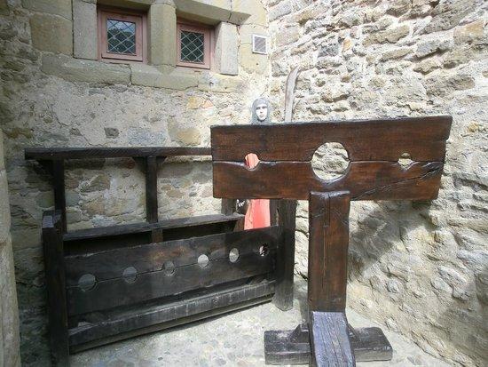 Le Musée de la Torture de Carcassone : bij de ingang genomen, schandblokken