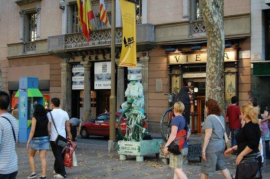 Palas Pineda: живая статуя