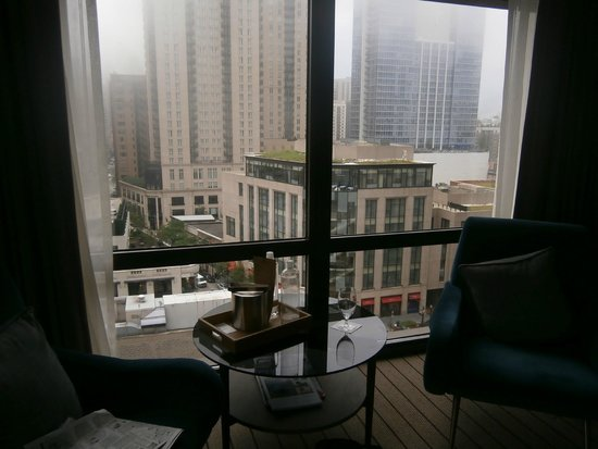 Thompson Chicago, a Thompson Hotel: View from room