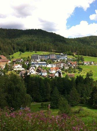 Hotel Traube Tonbach: von der anderen Talseite gesehen