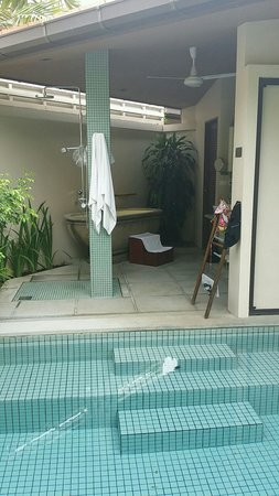 Dewa Phuket Resort Nai Yang Beach: The bathroom and pool