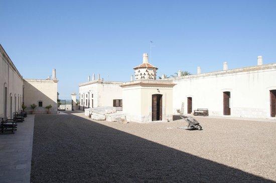Lama di Luna - Biomasseria : Der Innenhof mutet fast wie ein Klosterhof an