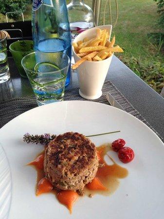 Icietailleurs: Tartare de bœuf au couteau en aller retour salpicons de foie gras et frites maison*