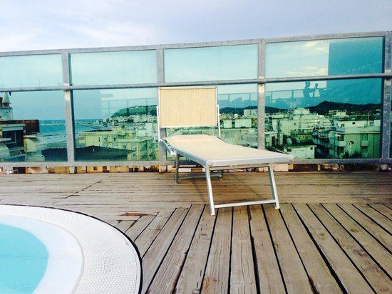 Panorama dalla piscina foto di hotel universal - Piscina nerviano ...