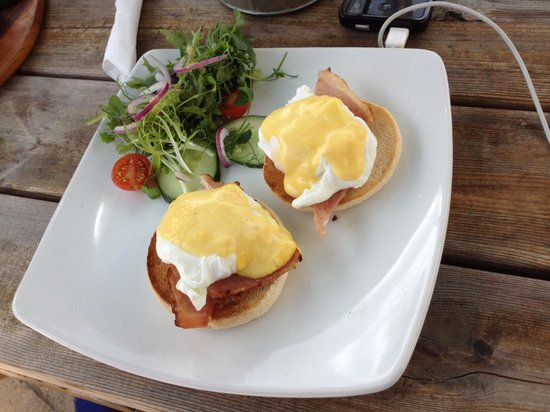 The Who'd A Thought It Inn Restaurant: Eggs Benidict